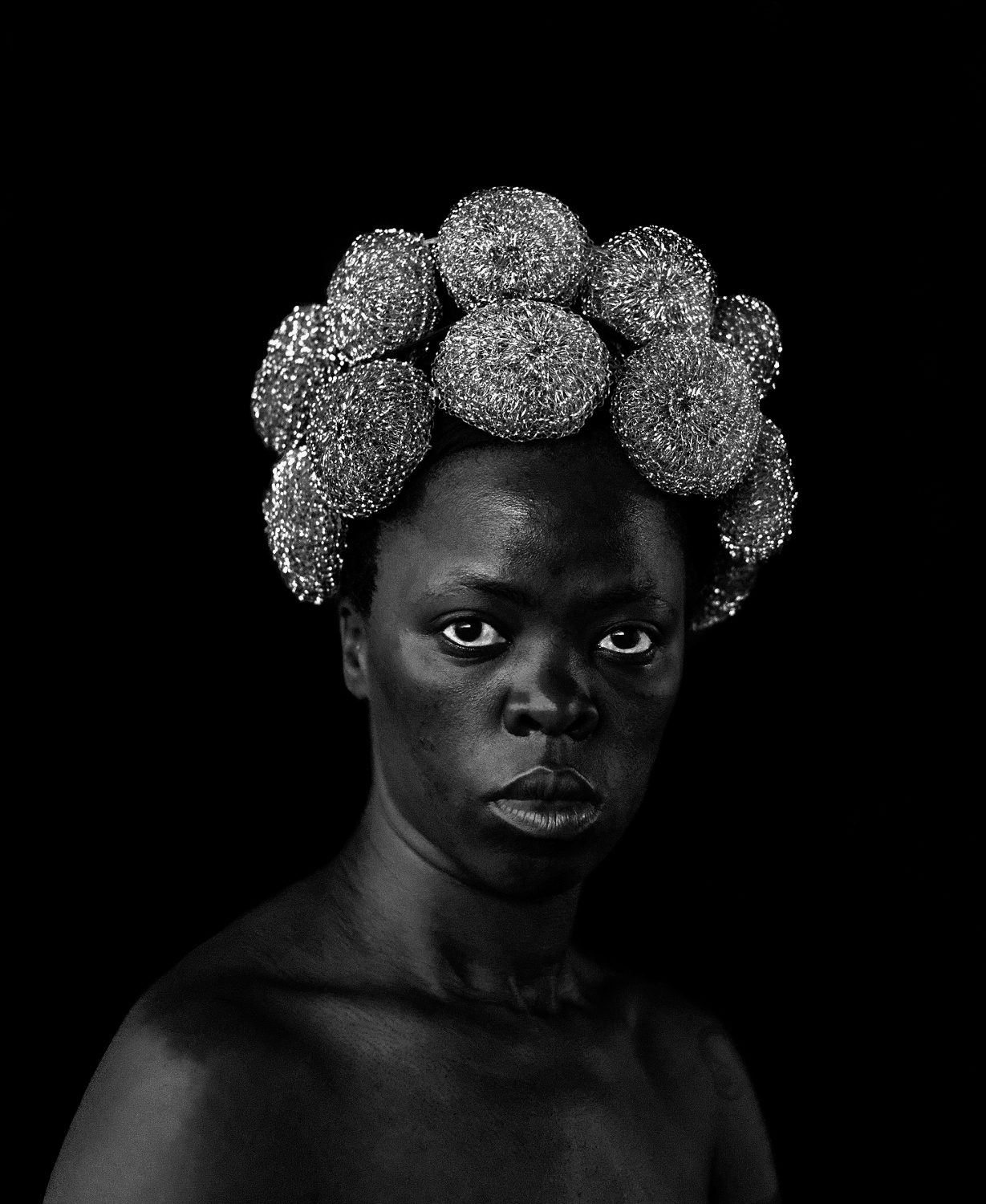 ZANELE MUHOLI – A photographic dialogue on gender identity, political issues and the portrayal of black women in Visual Culture